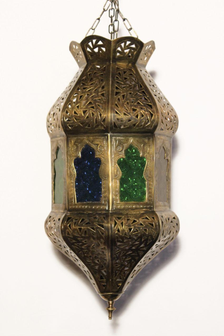 Die orientalische Hängelampe aus Messing verzaubert Ihre Wohnräume in eine märchenhafte Umgebung aus 1001 Nacht. Ein wahres Prachtexemplar welches Sie und Ihr Gäste staunen lässt..