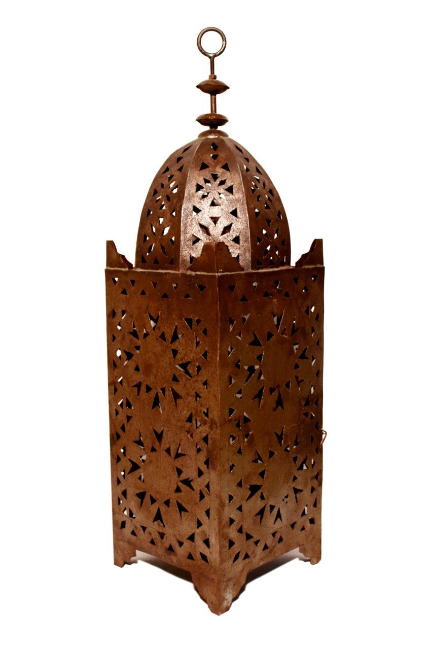 Die orientalischen Eisenlaternen werden in Marokko von einem ein Mann Betrieb hergestellt. Marokkanische Handwerkskunst erhältlich bei El-Fesi / Oriental Art Decor.
