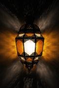 Die marokkanische Lampe Lina wird in Marokko von ausgewählten Künstlern hergestellt. Die Orient Lampen verzaubern Ihre Umgebung in ein Ambiente aus 1001 Nacht.