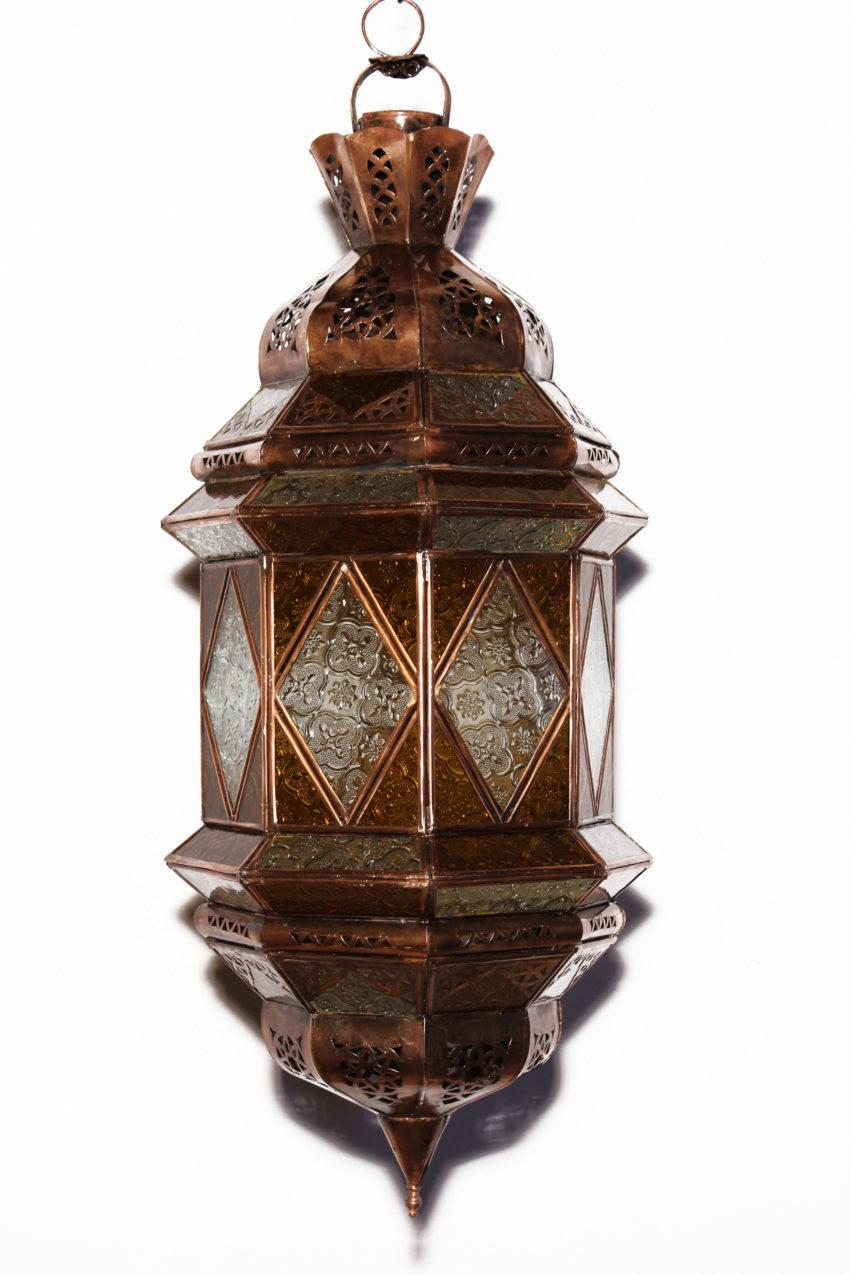 Die orientalische Deckenlampe wird in Marokko von ausgewählten Künstlern hergestellt. Die Orient Lampen verzaubern Ihre Umgebung in ein Ambiente aus 1001 Nacht.