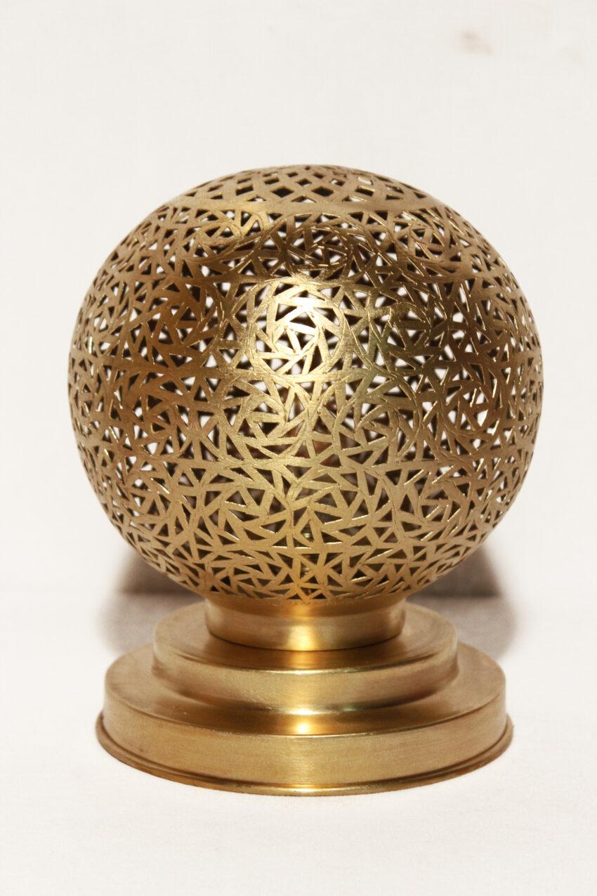 Die orientalischen Tischlampen werden in Marokko von ausgewählten Künstlern hergestellt. Einzigartige Tischlampen erhältlich bei El-Fesi / Oriental Art Decor.