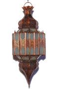 Die orientalische Lampe wird in Marokko von ausgewählten Künstlern hergestellt. Die Orient Lampen verzaubern Ihre Umgebung in ein Ambiente aus 1001 Nacht.