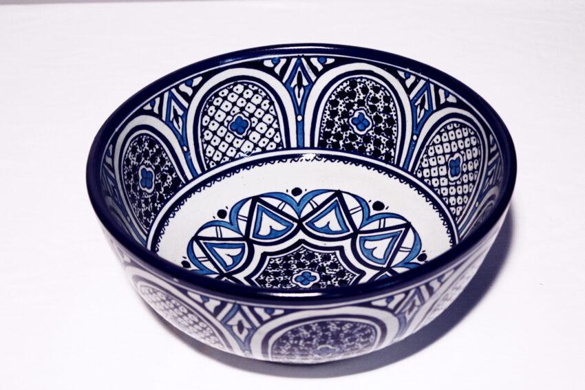 Die orientalische Schüssel Younes aus Steingut eignet sich für jede Küche. Orientalisches Geschirr von El-Fesi / Oriental Art Decor.