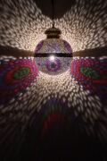 Die Orientalische Lampe Merlin wird in Marokko von ausgewählten Künstlern hergestellt. Die Orient Lampen verzaubern Ihre Umgebung in ein Ambiente aus 1001 Nacht.