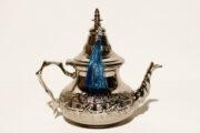 Die marokkanischen Teekannen Fatima werden in Marokko traditionell von Hand hergestellt. Servieren Sie Ihren marokkanischen Pfefferminztee in einer Teekanne von El-Fesi.