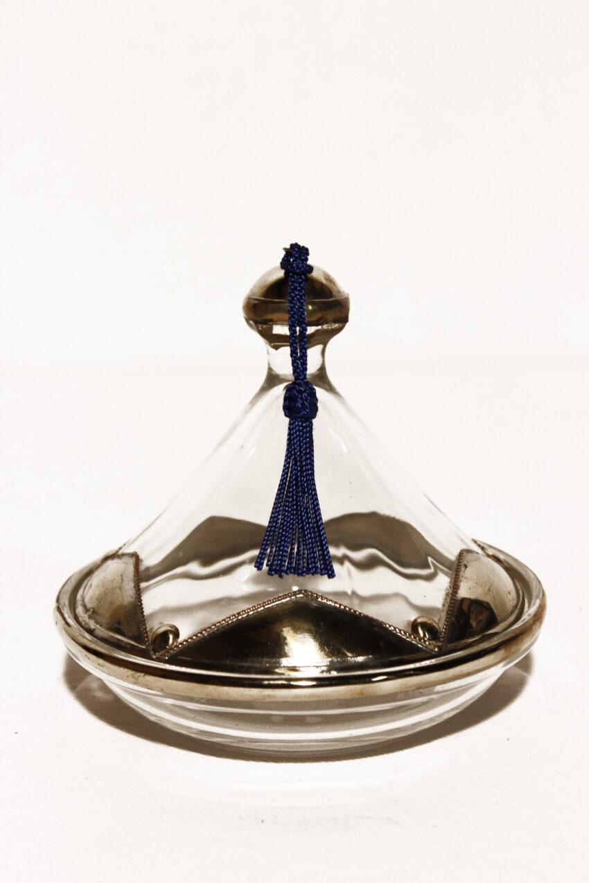 Die Vorratsdose Tajine wird in Marokko traditionell von Hand hergestellt. Bewahren Sie Ihren Zucker, Tee, Kaffee oder Gewürze in einer Vorratsdose von El-Fesi.